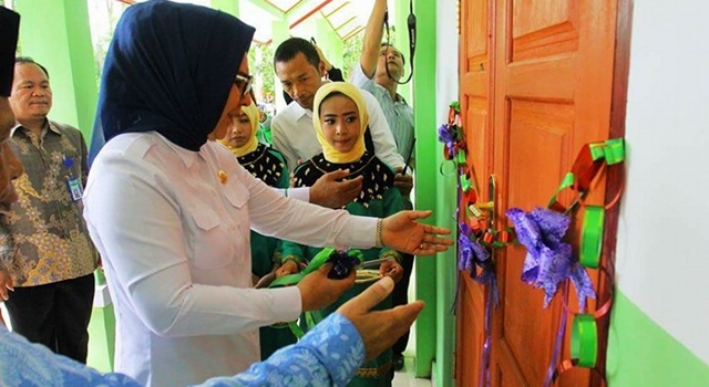 Walikota Kotamobagu Resmikan 3 RKB MTs Al – Hikmah Mogutat