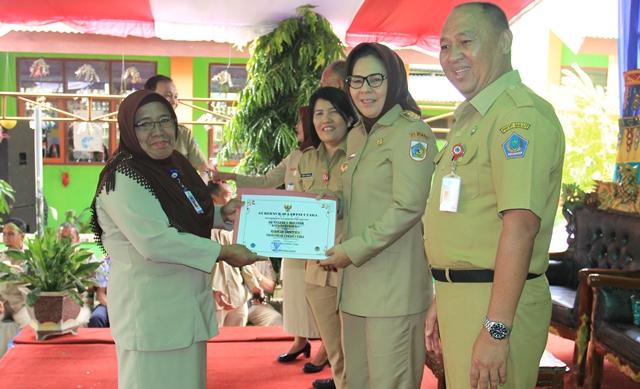 Walikota Kotamobagu Terima Penghargaan Adiwiyata