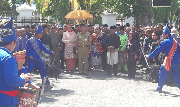 Pjs Walikota Kotamobagu Disambut dengan Adat