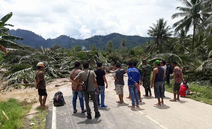 Longsor di Desa Blongko, Jalur Trans Sulawesi Tertutup Tak Bisa Dilewati