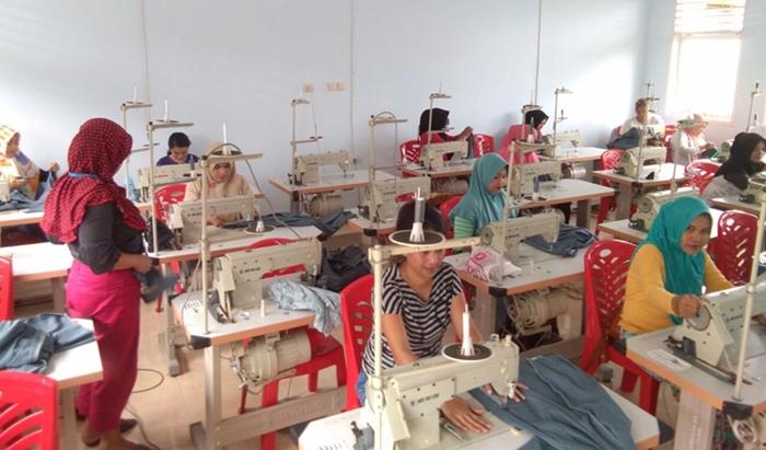 Distrinaker Kota Kotamobagu Berikan Pelatihan Menjahit Untuk 25 Peserta