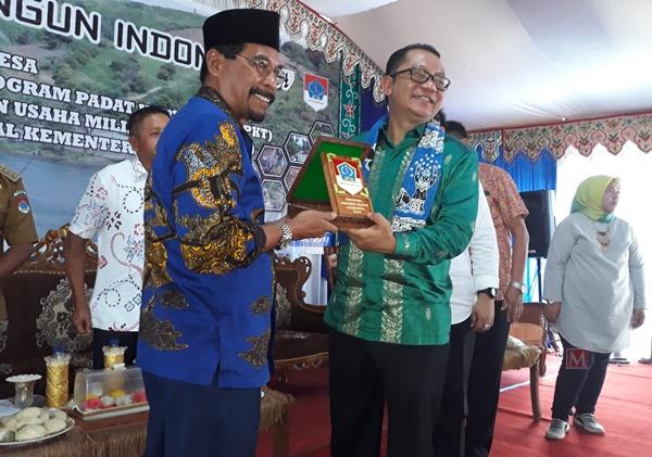 10 Bumdes Terbaik di Boltim Terima Bantuan Penyertaan Modal dari Kementrian Desa PDTT