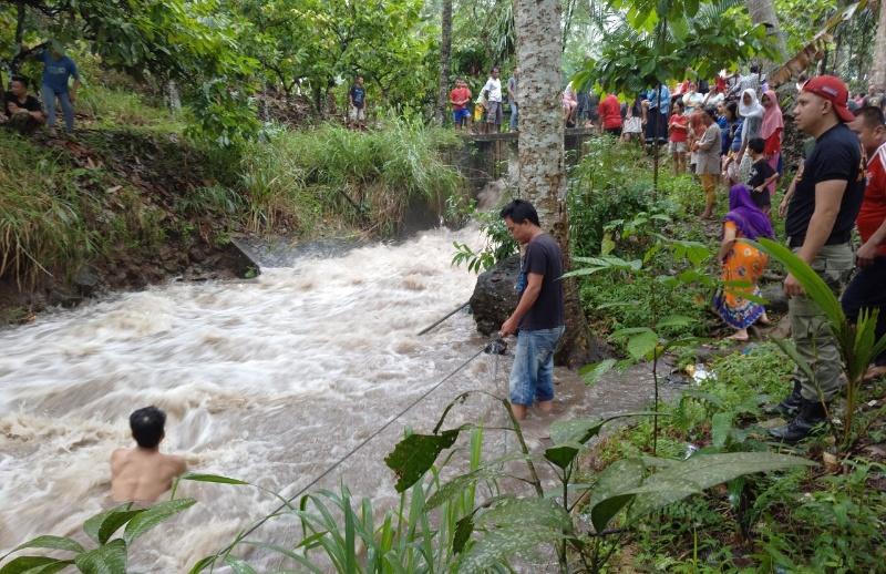 Bocah di Desa Bungko Hanyut Terseret Arus Sungai