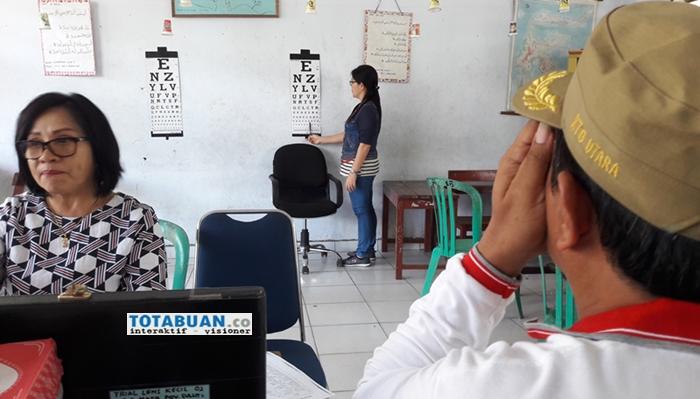 Program Bulan Bakti Gotong Royong, Ratusan Warga Ikut Pemeriksaan Mata Gratis