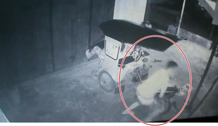 Aksi Perampasan Handphone Kelima Bocah Mongkonai Terekam CCTV