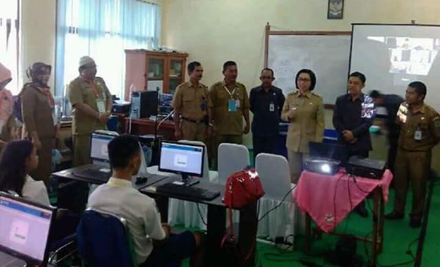 Bupati Bolmong Yasti Mokoagow Buka UNBK Tingkat SMP