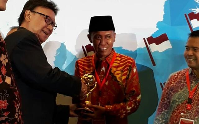Gratiskan BPJS Kesehatan, Pemkab Bolsel Raih UHC Award