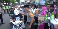 Indahnya Berbagi di Bulan Ramadhan, Jajaran Polres Bolmong Bagi-Bagi Takjil