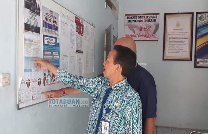 Disnaker Kotamobagu Pasang Papan Informasi Lowongan Kerja