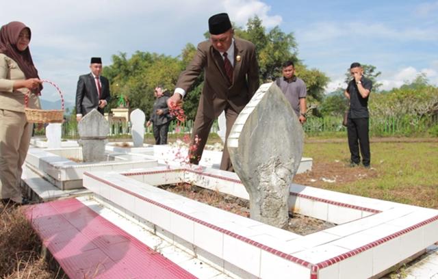 Walikota Kotamobagu Pimpin Ziarah ke Taman Makam Pahlawan