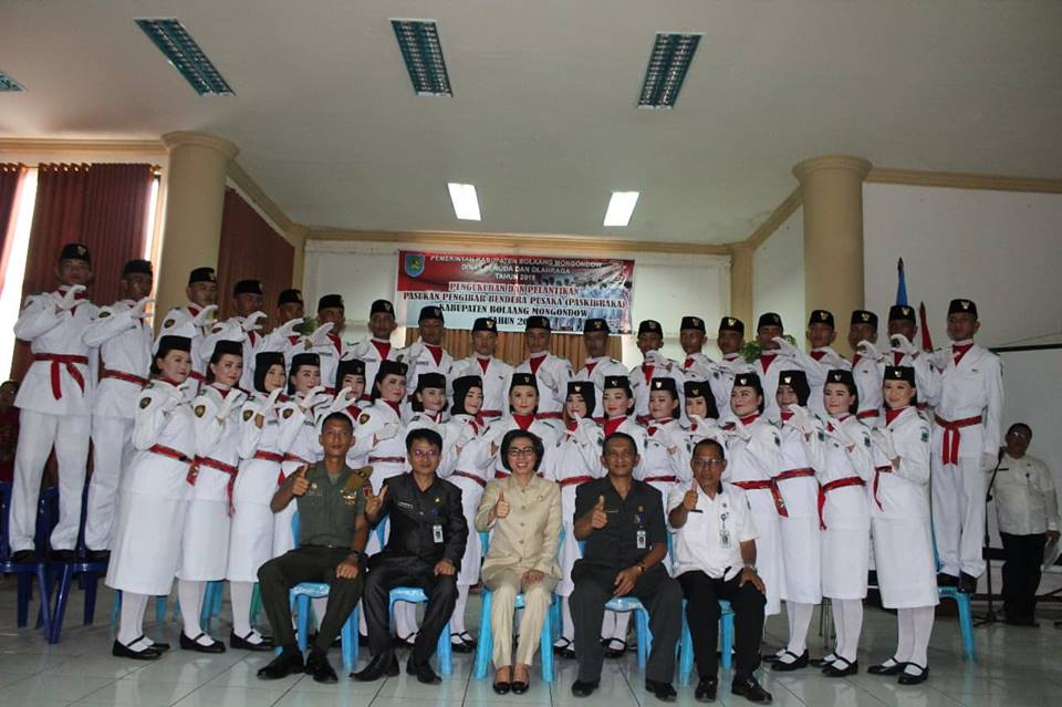 Bupati Kukuhkan Anggota Paskibra Kabupaten Bolmong Tahun 2018