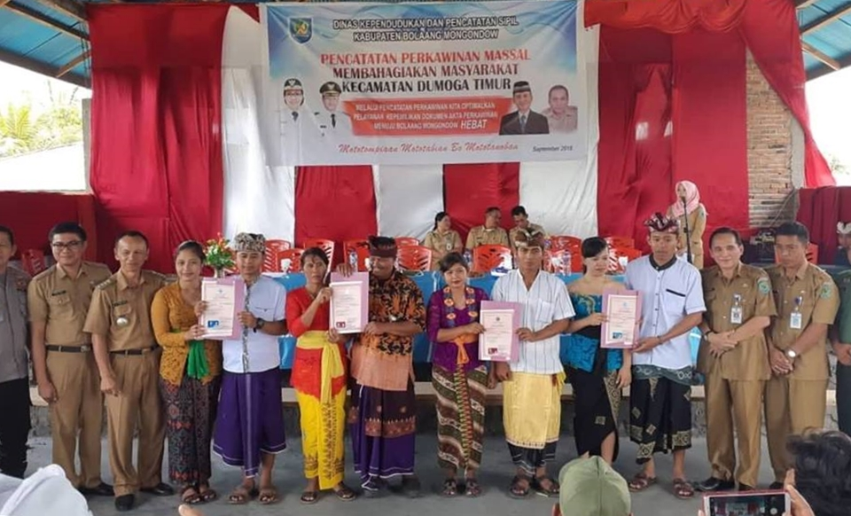 Pemkab Bolmong Nikahkan Secara Massal 183 Pasangan. Tertua Berumur 85 Tahun