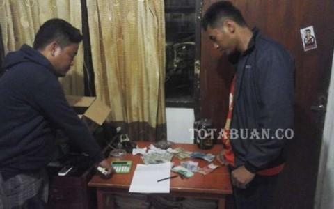 Barang bukti uang dan kupon Togel yang berhasil disita petugas