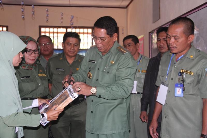Bupati Bolmong  Buka Sampul Naskah Ujian Nasional Tingkat SMP