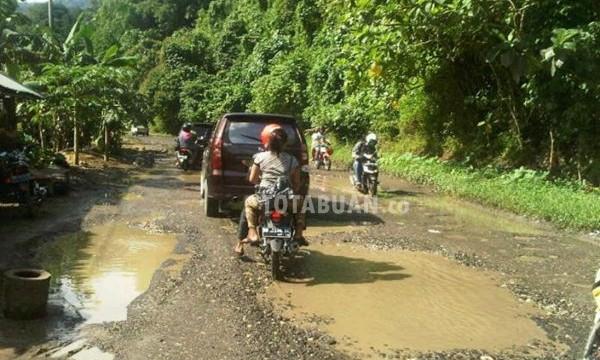 Jalan Trans Sulawesi antara Kotamobagu - Inuai Bolmong (1)