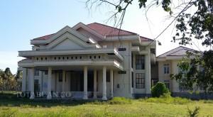 Kantor DPRD Bolmong di Lolak