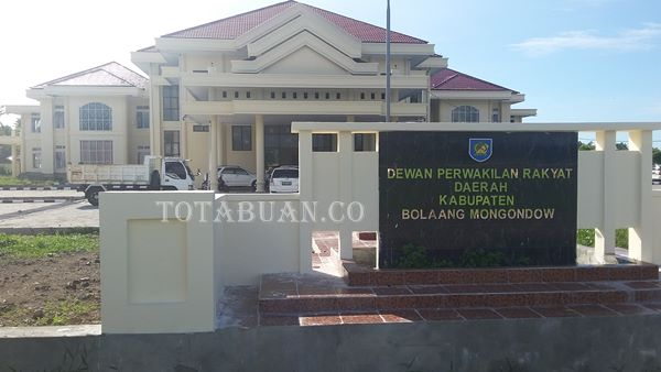 Warga Demo di Kantor DPRD Tolak Perusahan Kelapa Sawit