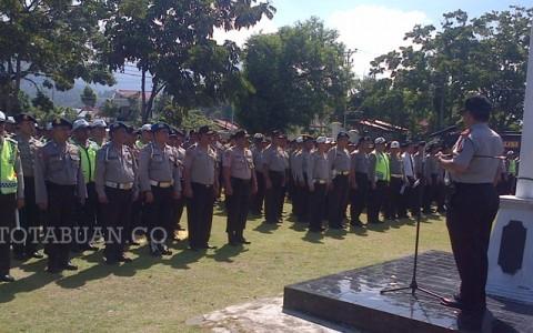 Kapolres Bolmong AKBP Hisar Siallagan saat memimpin apel pasukan di halaman Polres Bolmong