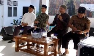 Nampak Ketua MUI Kotamobagu, Ustad Danny Pontoh Sag SH menyampaikan materi tentang Memberi dan Menerima di Rumah Dinas Wawali Kotamobagu