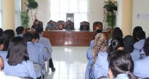 Para Mahasiswa yang diterima di ruangan Setdakab