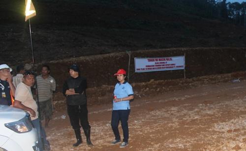 Pemilik lahan saat melakukan protes di lokasi perusahan PT JRBM