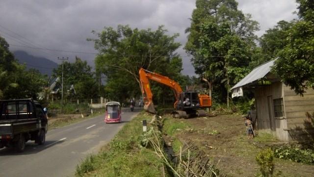 Proyek Pelebaran Jalan Kotobangun- Sinisir