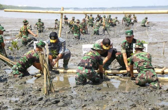 Pemkab Bolmong dan Lantamal VIII Gelar Bakti Sosial