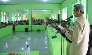 Wakil Wali Kota menyerahan bantuan berupa 1 Unit Laptop bagi masing – masing Desa dan Kelurahan di wilayah Kota Kotamobagu