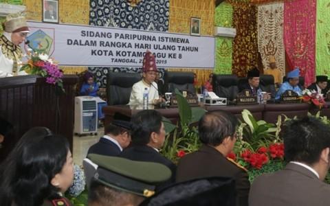 Wali Kota saat memberikan sambutan di Rapat Paripurna Istimewah di Gedung DPRD