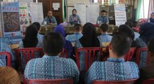 Walikota Tatong Bara saat melakukan pertemuan dengan Lurah dan para Pjs kepala desa