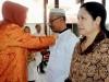 Walikota Tatong Bara bersama dengan petugas agama