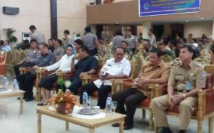 Walikota Tatopng Bara saat menghadiri rapat di Gubernuran