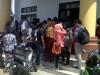 Suasana pengambilan kartu ujian di kantor bupati Boltim |foto totabuan.co