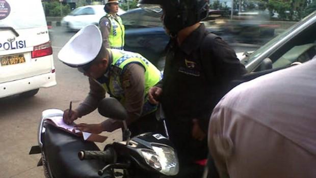 Sopir Taksi Penabrak Polisi Terancam Hukuman 5 Tahun