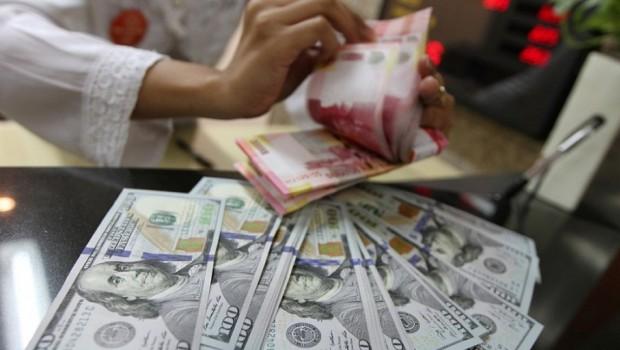 Akhir pekan, Rupiah menguat 57 poin ke posisi Rp 13.152 per USD