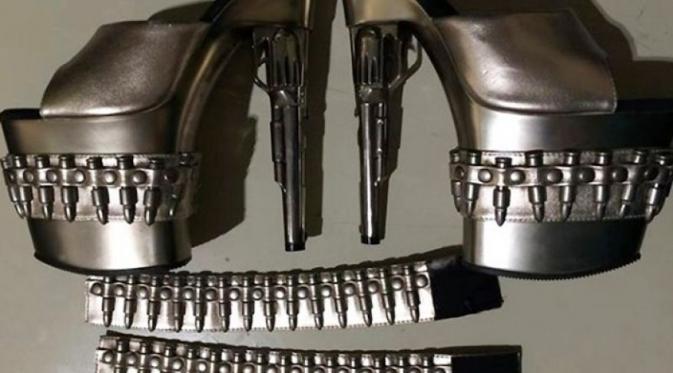 Sepatu Mirip Pistol Ini Buat Gempar Bandara