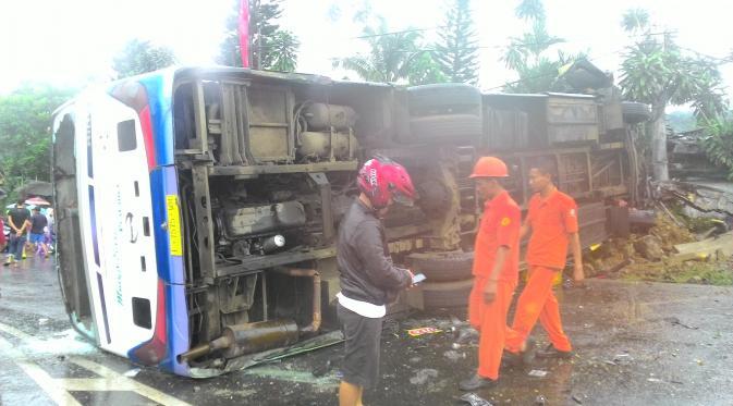 Tabrakan Maut Bus Peziarah di Puncak Tewaskan 2 Orang