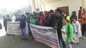 Aksi unjuk rasa warga Tonom