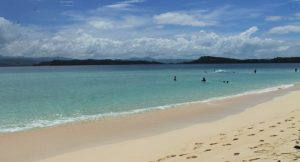 Pantai Wisata Pasir Putih Sangtombolang