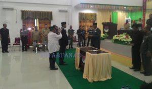 Proses pelantikan anggota DPRD Boltim Nasarudin Simbala