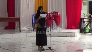 Salah satu siswa yang ikut dalam lomba pidato bahasa daerah