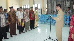 Wakil Bupati Bolmong Yanny Tuuk saat melantik pengurus Dewan Pendidikan