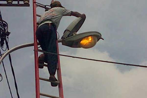 Pemkot Kotamobagu Menargetkan 600 Mata Lampu Terpasang Tahun Ini