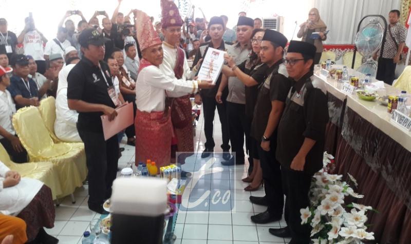 Bawa 8.592 Copian KTP, Jainuddin-Suharjo Mendaftar di KPU Kotamobagu