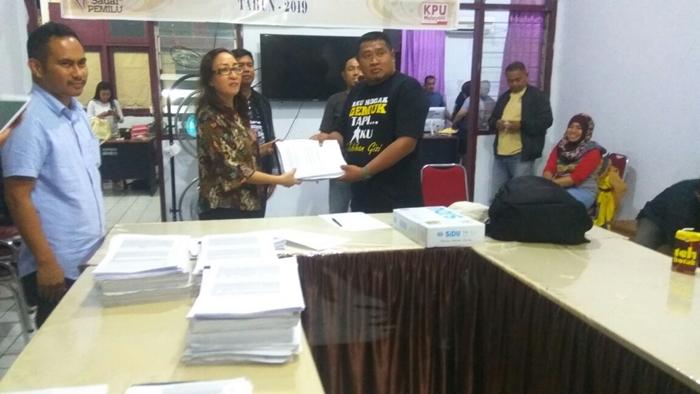 KPU Kotamobagu Serahkan Dokumen Dukungan Yang Akan Diverifikasi Ulang