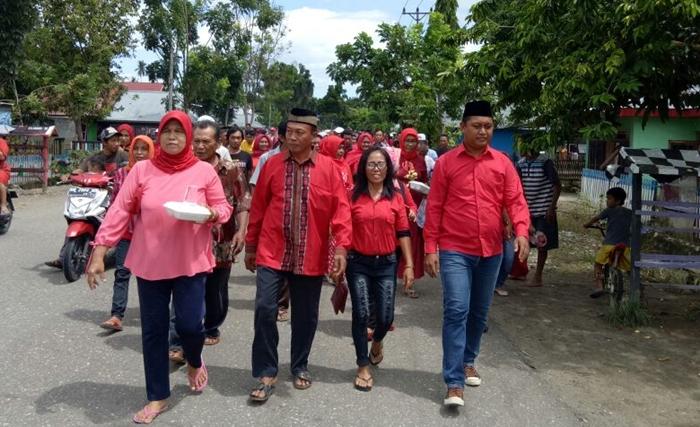 Mendaftar Caleg di PDIP, Chendry Diantar Pendukungnya Jalan Kaki