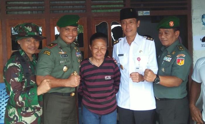 Hibahkan Tanahnya, Dua Petinggi TNI Ucapkan Terima kasih Kepada Ibu Ini