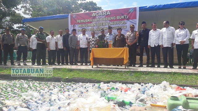 Polres Bolmong Musnahkan Ribuan Botol Miras