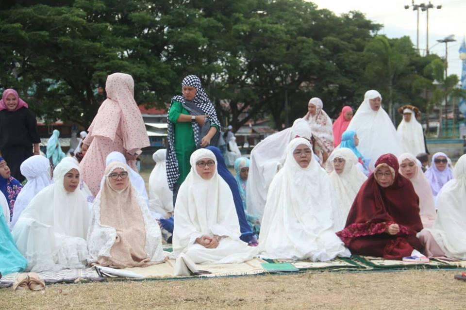 Bupati Bersama Keluarga Shalat Idul Adha di Lolak