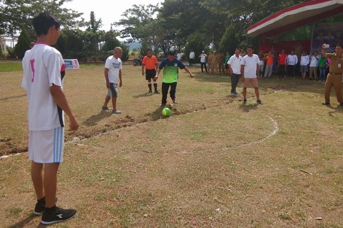 Tahlis Gallang Buka Lomba Futsal Antar SKPD dan Wartawan